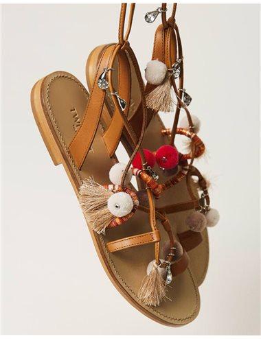 Sandalia poompones